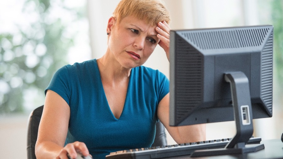 woman looking confused at computer