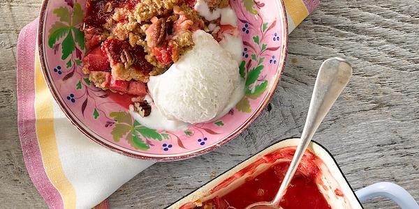 Recipe: Rhubarb-Raspberry Crumble