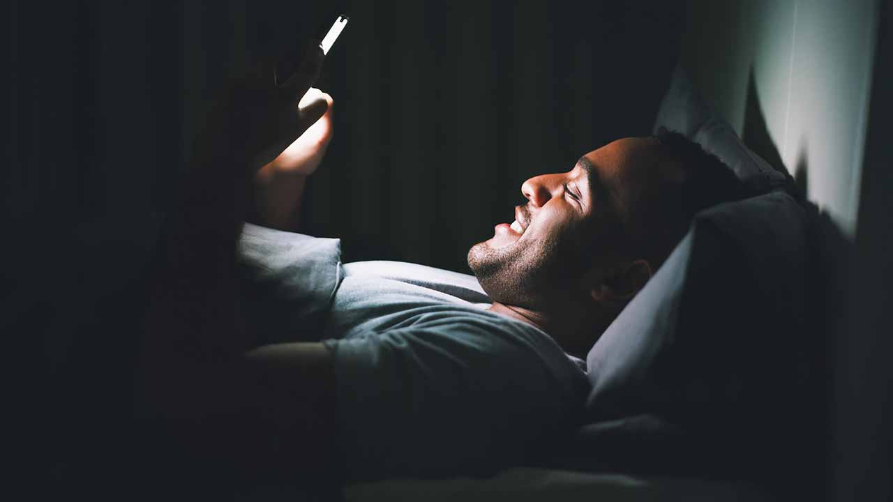 Is Late-Night Smartphone Use Lowering Your Sperm Count?