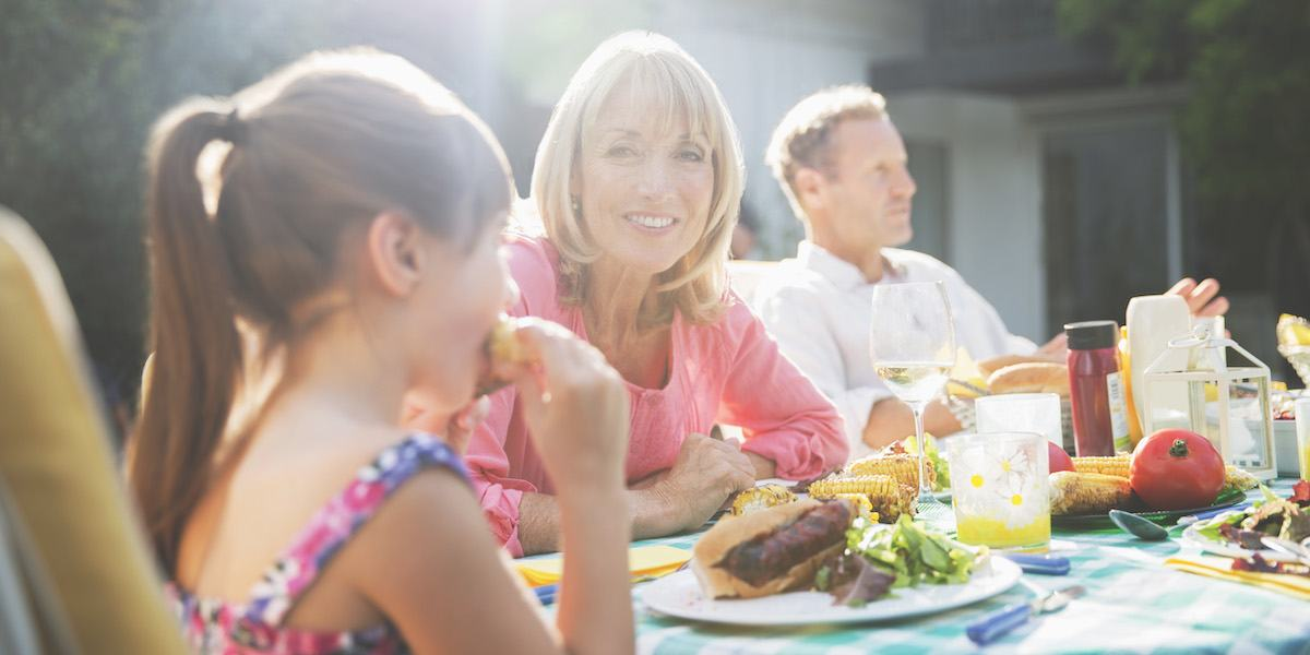 Dining Outdoors? Tips for Summer Food Safety