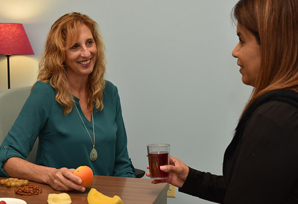 Lisa Cooper discussing diets with participant